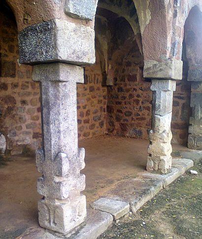 humayun tomb hindu temple pillars
