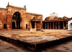 Jami Masjid Khambhat was Shakunika Vihar, Jain Temple built in 220 BCE