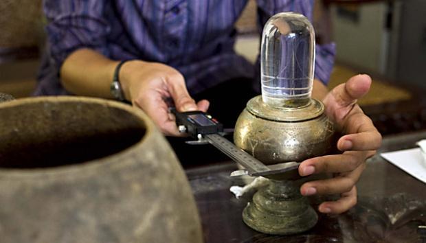 Candi Sukuh Glass Shiva Linga